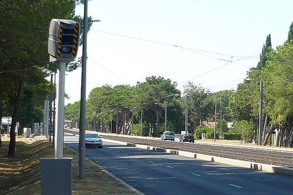 Lattes (Hérault) - un nouveau radar fixe vitesse, avenue Georges Frêche. Il flashera dans le sens de circulation Montpellier-Lattes - octobre 2015