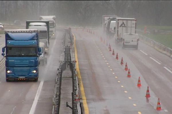 L'autoroute A6 fait l'objet de travaux pour aménager une 37ème voie vers Auxerre