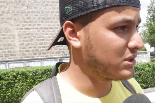 Taha Bouhafs, journaliste militant, a grandi à Échirolles, en Isère.