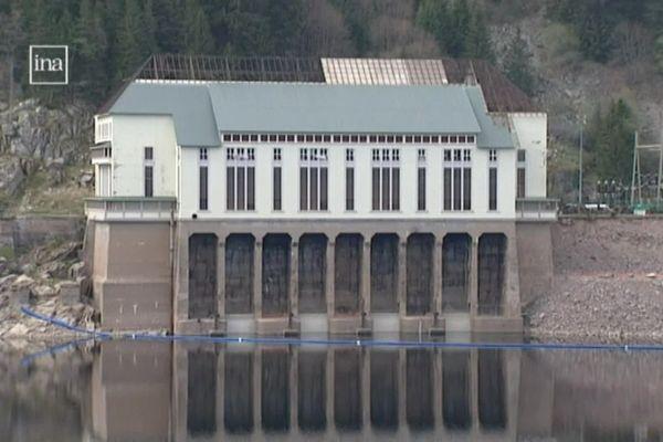 L'usine hydroélectrique avant sa destruction