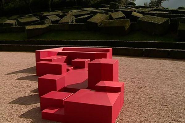 """Jardins de Marqueysssac - """"Le Cube"""" par le collectif Yok Yok."""