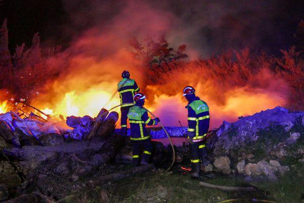 Les sapeurs-pompiers des Pyrénées-Orientales sont intervenus sur des incendies attisés par des vents violents notamment à Toreilles.