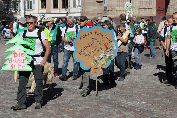 Les agents ONF en marche pour la défense de la forêt