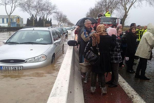 Perpignan - la pénétrante à 4 voies bloquée à cause des inondations - 6 mars 2013.