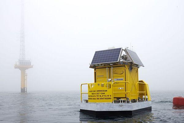 Le Lidar de la société nazairienne Akrocean est un flotteur doté d'instruments de mesures météorologiques, comme le vent, pour les futurs champs éoliens français