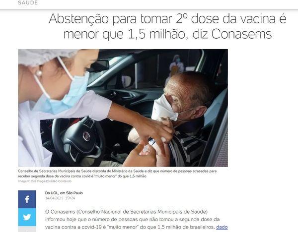 Fernando s'informe via le journal en ligne Uol. Sur la photo, un homme se fait vacciner dans un drive in, comme partout dans les grandes villes brésiliennes.