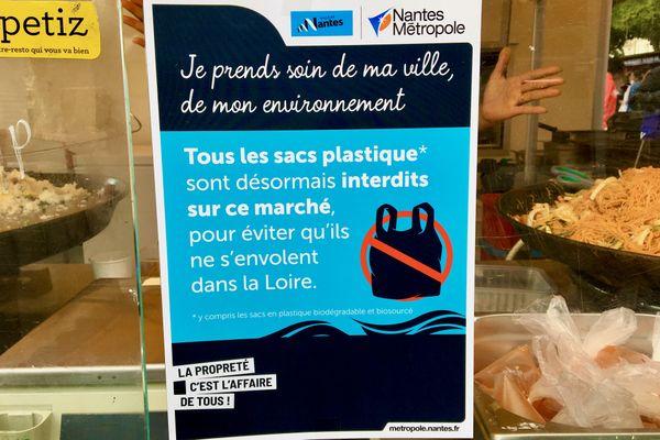 Les sacs en plastique sont bannis au marche de la Petite Hollande depuis ce samedi 18 septembre 2021 à Nantes
