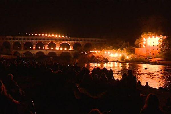 Le spectacle du Groupe F démarre quand la nuit se fait noire au Pont du Gard.