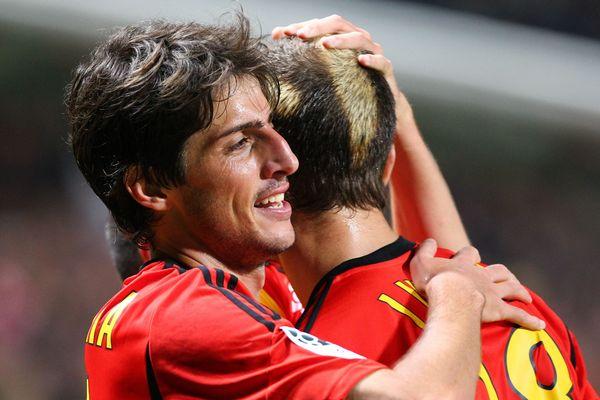 La joie de Chavarria et Ljuboja (RC Lens) après la victoire face à Metz.