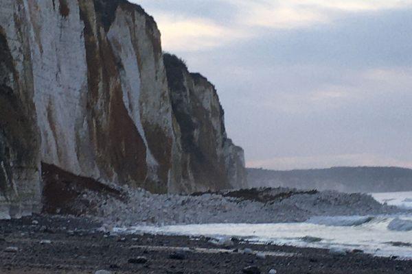 La falaise s'est écroulée sur la plage de Dieppe.