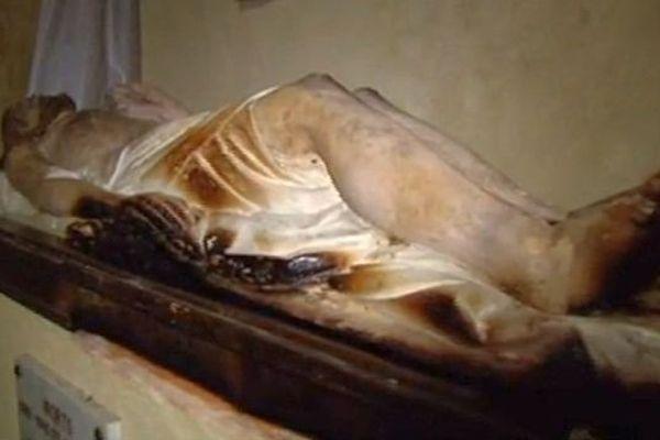 Le Boulou (Pyrénées-Orientales) - Le Christ s'est consumé partiellement sans flammes apparentes.