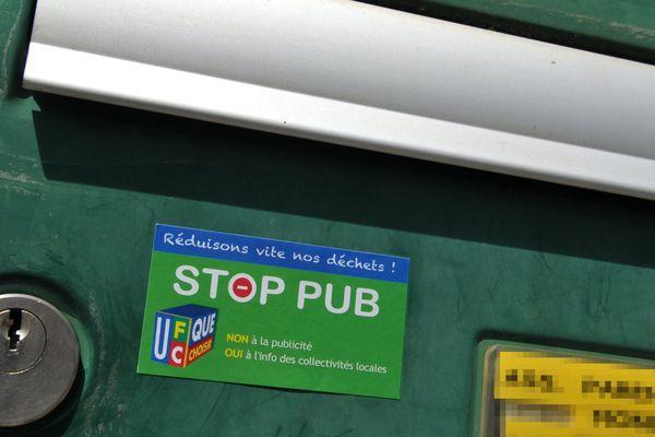 """Un autocollant """"Stop pub"""" doit être impérativement respecté."""