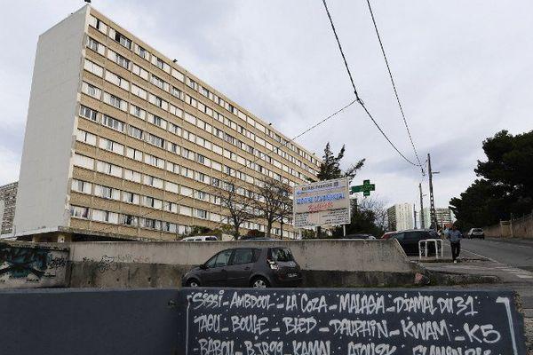 Parc Kalliste dans le 15e à Marseille. Un homme de 19 ans a reçu des impacts de balles alors qu il était dans sa voiture. Ses jours ne seraient pas en danger