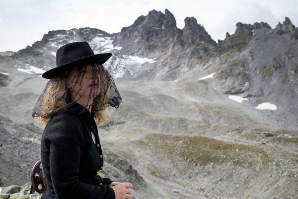 Un hommage a été rendu Pizol, glacier des Alpes suisses évaporé sous l'effet du réchauffement climatique.