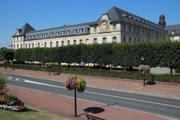 Le lycée militaire de Saint-Cyr, près de Versailles