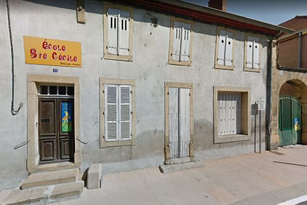 L'école Sainte-Cécile est située à Gueugnon, rue de la Liberté