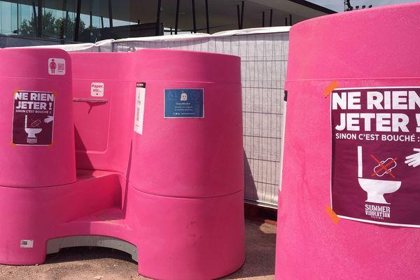 Les urinoirs Lapee ont été installés pour la première fois en France à Sélestat (Grand Est), à l'occasion du festival Summer Vibration.