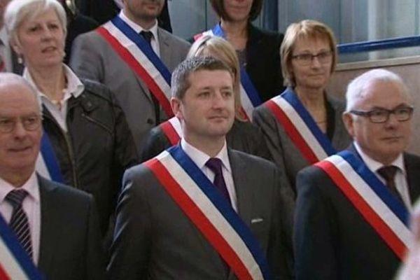 Au centre, Nicolas Dumont, le maire PS d'Abbeville.