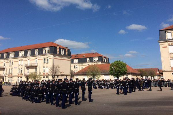 Le 6 avril, dans la cour de l'école de gendarmerie de Montluçon (Allier), la nouvelle promotion d'élèves sous officiers