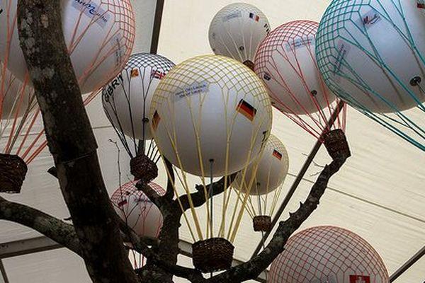 Cette sculpture représente les 18 ballons compétiteurs de la Gordon Bennett 2013