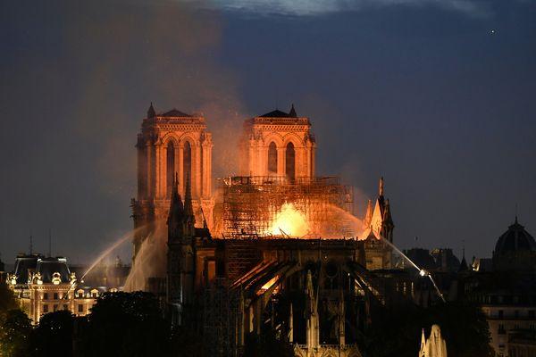 L'incendie de la cathédrale Notre-Dame de Paris a eu lieu le 15 avril 2019.