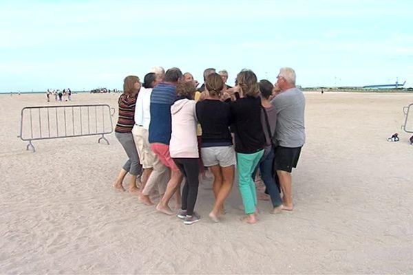 Une initiation au yoga du rire sur la plage de Ouistreham