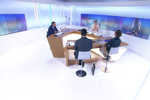 Autour de Francine Dubail, trois invités : François Vansson, Président sortant (LR) / Canton Remiremont, Adrien Bernard (PCF / Union de la gauche) / Canton Bruyères et Pierre François (RN) / Canton Epinal 1