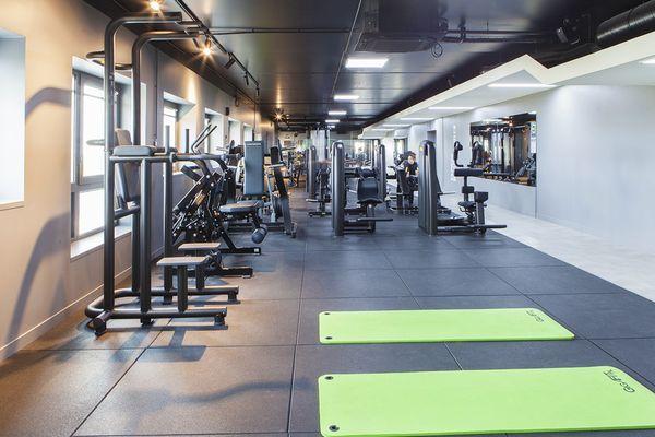 La salle de fitness ne va pas pouvoir accueillir de clients pendant 1 mois.