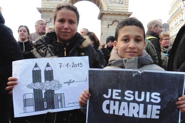 Au moins 35.000 personnes ont défilé dans les rues de Dijon, ce dimanche 11 janvier 2015.