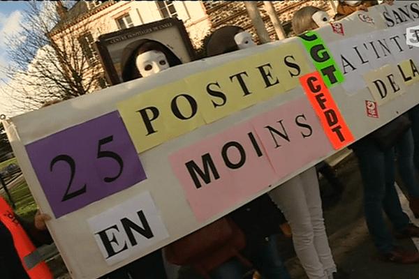 Une partie des salariés de l'Hôpital de l'Aigle dénoncent la suppression de 25 postes en 2018.