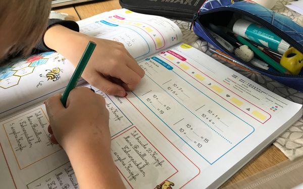Séance de mathématiques en allemand, mieux vaut connaître un peu de vocabulaire pour permettre le suivi pédagogique dans la langue de Goethe.