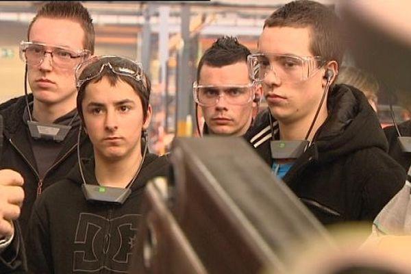 Des élèves de seconde en  bac pro maintenance industrielle