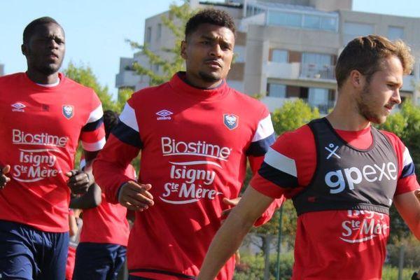 Santy Ngom, 26 ans, a signé pour 3 ans avec le Stade Malherbe Caen. Il était déjà à l'entraînement ce jeudi 22 août et devrait jouer le prochain match.