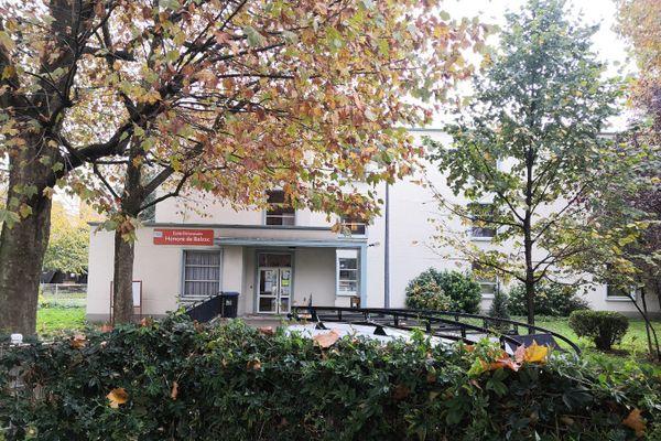 L'entrée de l'école primaire Honoré de Balzac à Saint-Denis, fermée ce mardi.