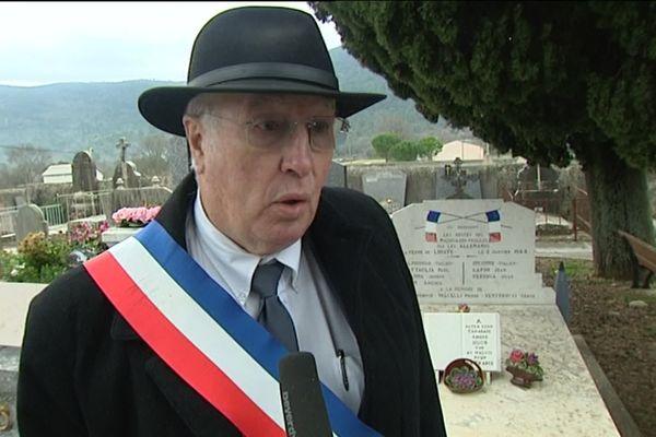 Le maire de Signes Jean Michel, 76 ans, était élu depuis 1983 dans la commune de Signes (Var), 2900 habitants.
