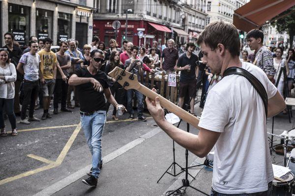 """La fête de la musique, au sens où on l'entend habituellement, n'aura pas lieu cette année. À Toulouse, le concert place du Capitole est annulé et les groupes de musiciens """"spontanés"""" dans les rues sont interdits."""