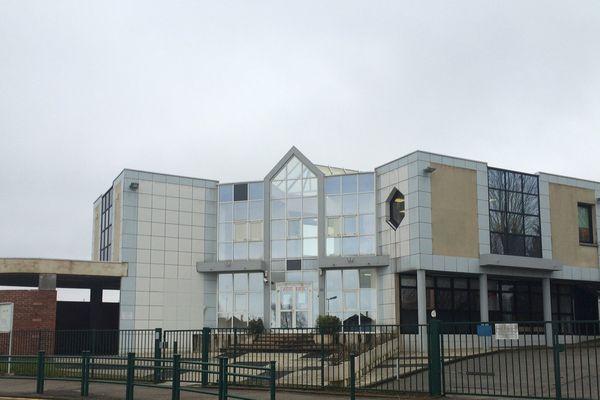 Façade du collège Claude Monet à Saint-Nicolas d'Aliermont dans l'Eure