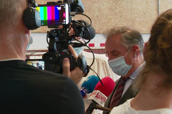Le préfet de Charente-Maritime lors d'un point presse ce lundi à Saint-Martin-de-Ré