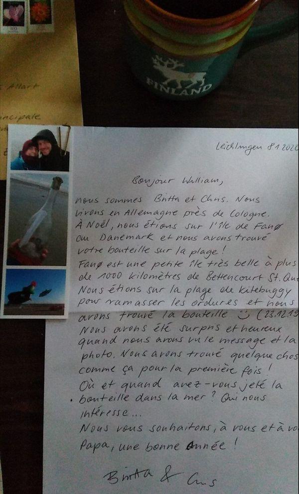 À leur lettre, Britta et Chris, ont joint des photos de la bouteille retrouvée sur la plage.