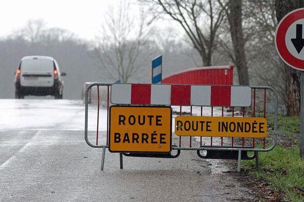 Certaines routes pourraient être localement fermées à la circulation si le phénomène se poursuit.