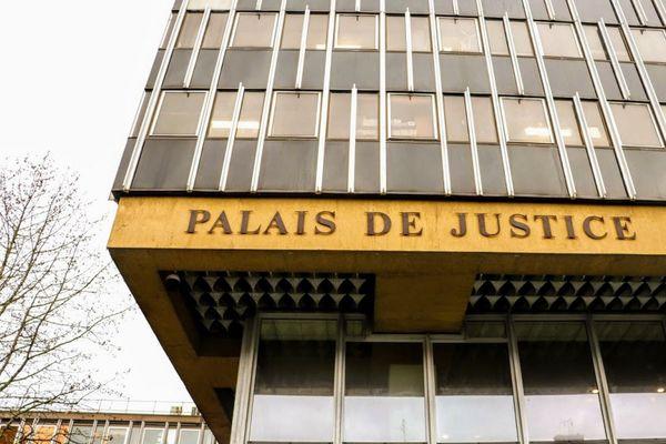 Le tribunal de Douai a condamné jeudi deux hommes à de la prison ferme pour avoir incendié une antenne-relais dans la nuit du 3 au 4 mai dernier, en plein confinement.
