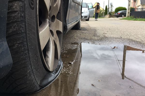 256 pneus de 64 véhicules ont été crevés à Sélestat.