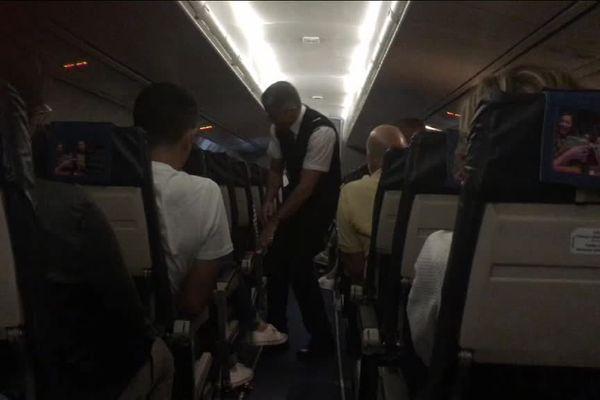 L'avion en provenance de Paris n'a jamais atterri à Rodez dimanche soir. Il a été détourné à Toulouse et les passagers rapatriés en Aveyron en taxis.