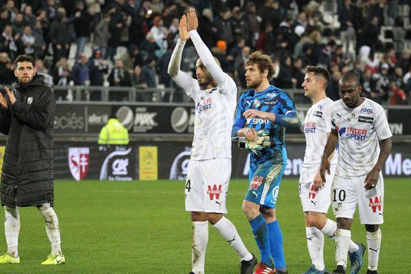 Les joueurs de l'Amiens SC après leur match nul face au PSG au stade de la Licorne samedi 15 février 2020