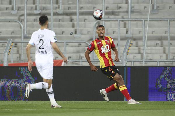 Loïc Badé, le 7 mai 2021. Il jouait alors au RC Lens. Ici lors d'un match de Ligue 1 contre le LOSC Lille au Stade Bollaert-Delelis à Lens.