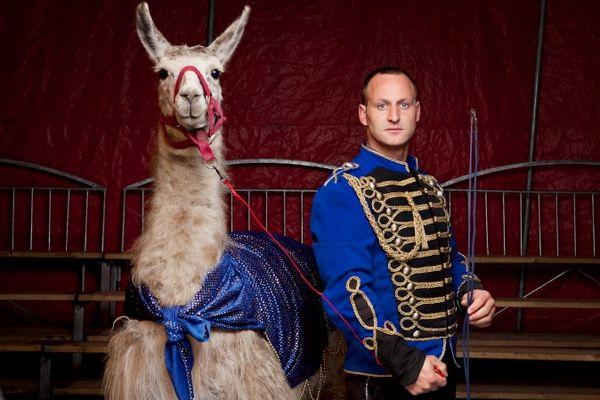 Le cirque se dévoile - exposition dans le hall du Conseil Général du Puy-de-Dôme visible jusqu'au 29 décembre 2012 (photographies de Ludovic Combe)