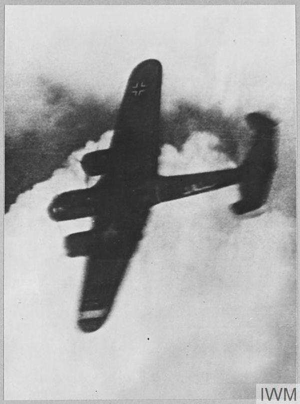 Un Dornier allemand abattu au-dessus de Londres le 15 septembre 1940.