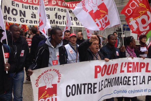 Environ deux mille personnes participent au défilé du 1er mai à Marseille.