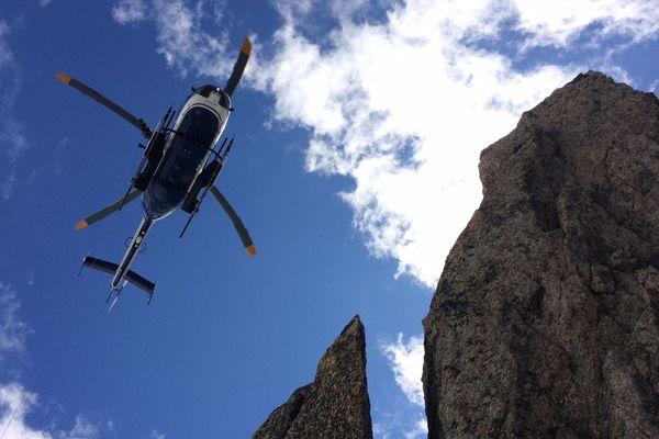 Un hélicoptère du PGHM de Chamonix.