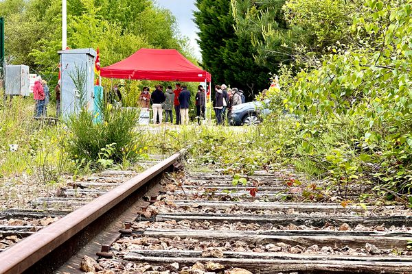 La CGT cheminots près d'une ligne abandonnée de la zone industrielle nord de Limoges